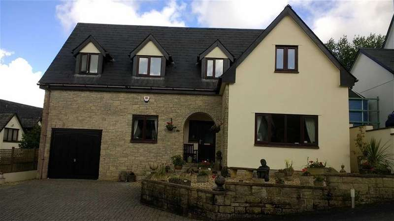 5 Bedrooms Detached House for sale in Fairways Drive, High Bickington, High Bickington, Devon, EX37