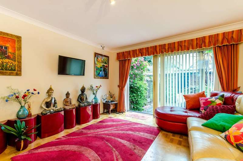 4 Bedrooms Terraced House for sale in Cadogan Road, Surbiton, KT6