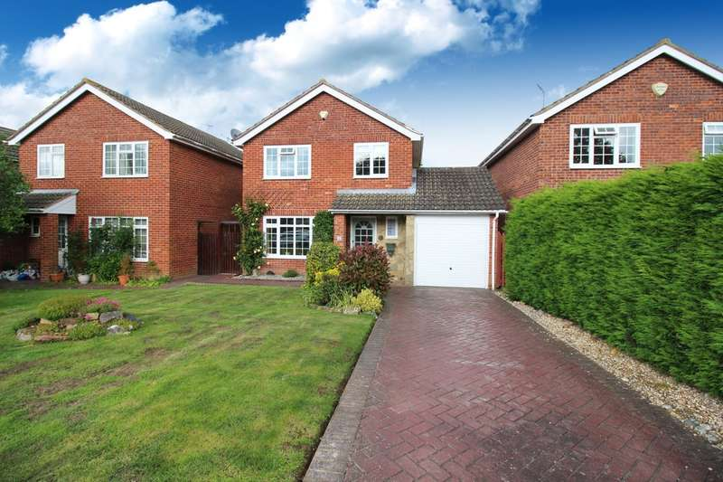 3 Bedrooms Detached House for sale in Searles View, Horsham