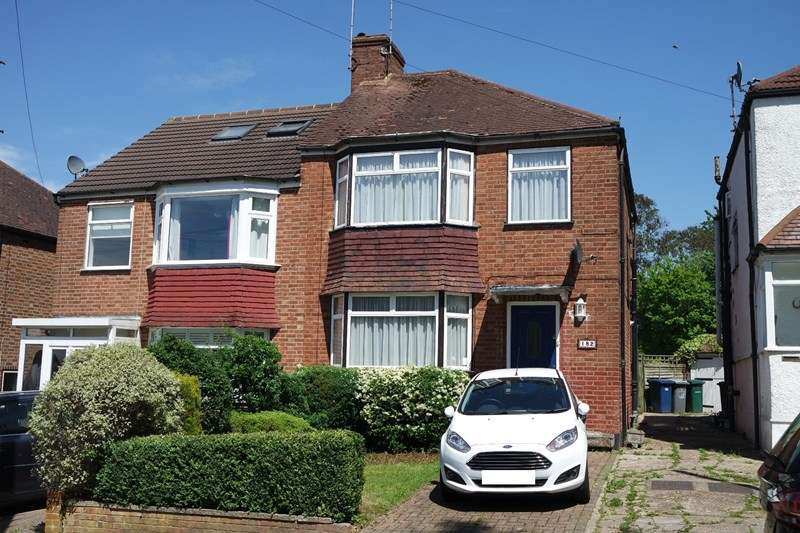 3 Bedrooms Semi Detached House for sale in Sherrards Way, Barnet