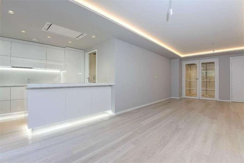 2 Bedrooms Flat for sale in Borough High Street, Southwark, London
