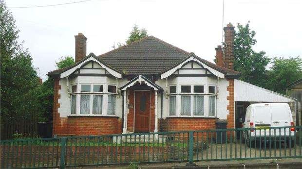 3 Bedrooms Detached Bungalow for sale in Marsh Road, Luton