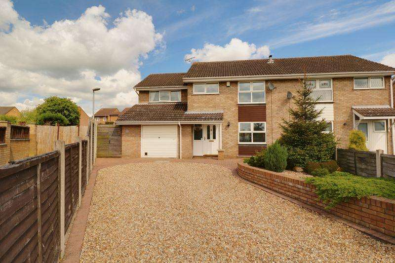 4 Bedrooms Semi Detached House for sale in Airedale Close, Broughton