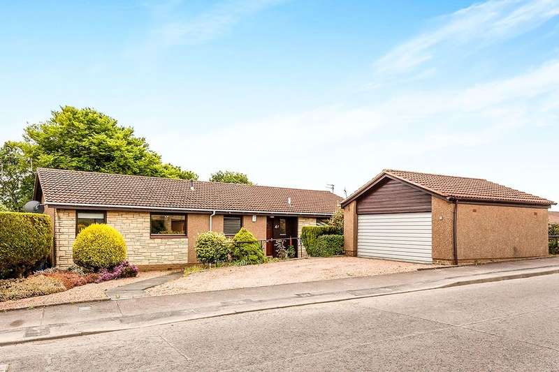 4 Bedrooms Detached Bungalow for sale in Lumsdaine Drive, Dalgety Bay, Dunfermline, KY11