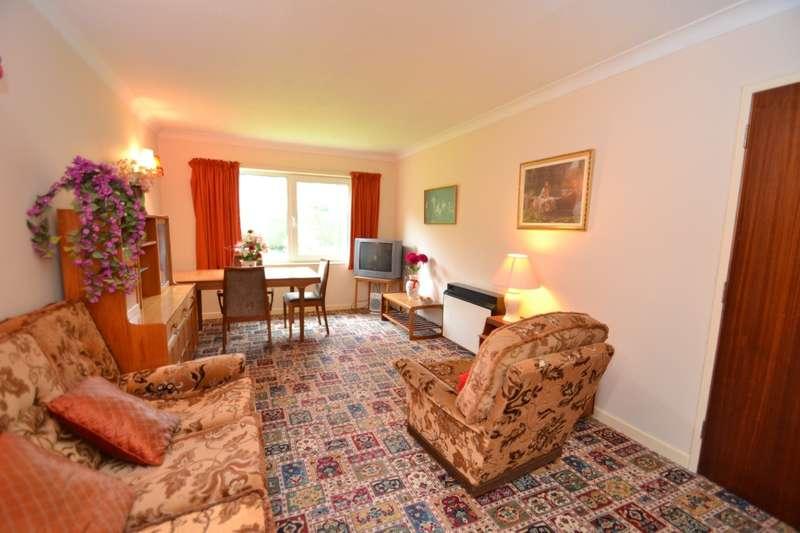 1 Bedroom Flat for sale in Broadstone