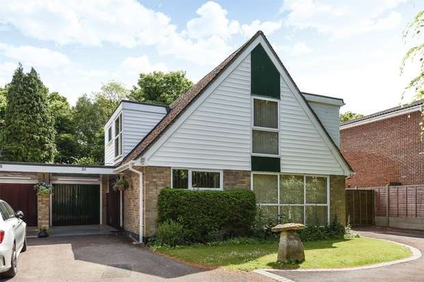 3 Bedrooms Detached House for sale in New Wokingham Road, CROWTHORNE, Berkshire