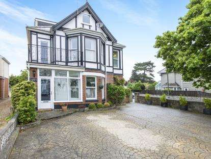 7 Bedrooms Detached House for sale in Christchurch, Dorset