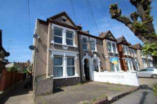 Flat for sale in Kidderminster Road, Croydon