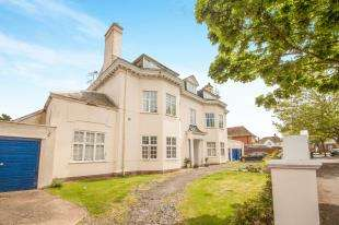 3 Bedrooms Flat for sale in Godwyn Road, Folkestone, Kent, England