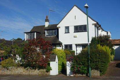 4 Bedrooms Link Detached House for sale in Hall Drive, Wollaton, Nottingham, Nottinghamshire