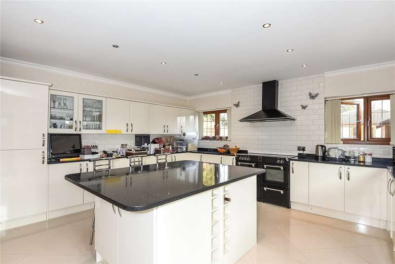 3 Bedrooms Bungalow for sale in Knighton Way Lane, Denham, Middlesex, UB9