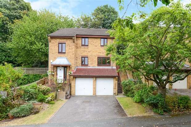4 Bedrooms Detached House for sale in Kingswood Drive, London