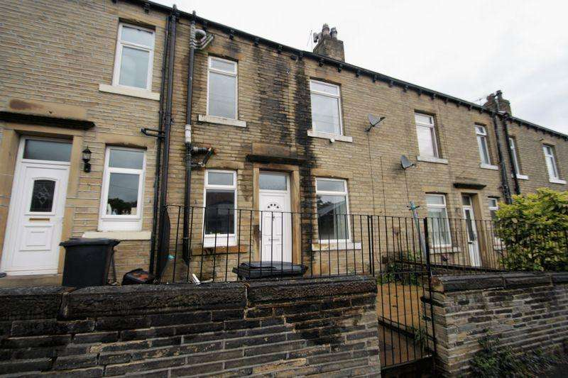 3 Bedrooms House for sale in George Street, Elland