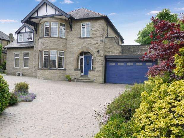 5 Bedrooms Detached House for sale in Huddersfield Road Brighouse