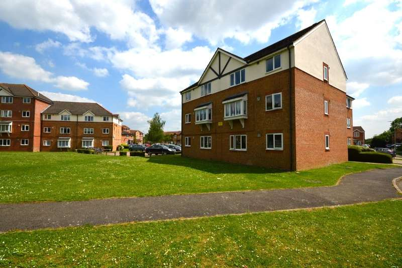 2 Bedrooms Flat for sale in Crusader Way, Watford, WD18