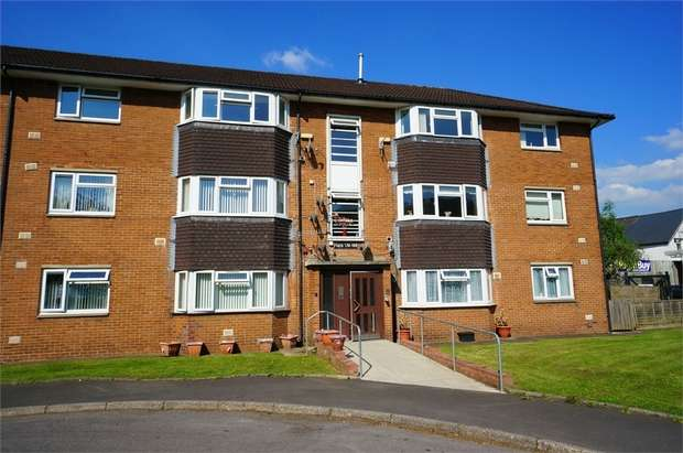 2 Bedrooms Flat for sale in Risca Road, Cross Keys, NEWPORT, Caerphilly