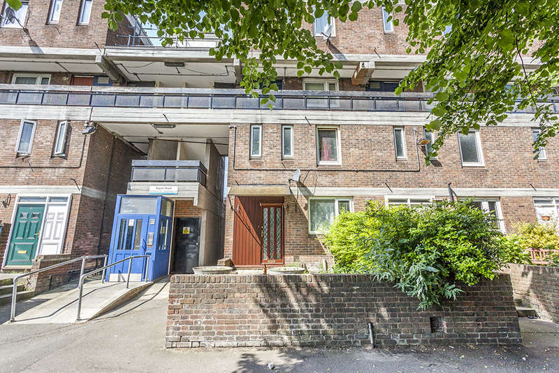 3 Bedrooms Flat for sale in Naylor Road, Peckham, London, SE15