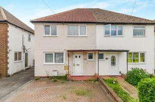 3 Bedrooms Semi Detached House for sale in Moor Lane, Chessington, Surrey, Na