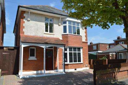 4 Bedrooms Detached House for sale in Moordown, Bournemouth, Dorset