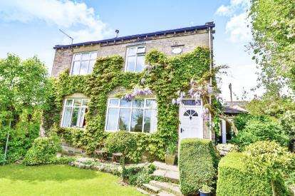 4 Bedrooms Detached House for sale in Queens Road, Norwood Green, Halifax, West Yorkshire