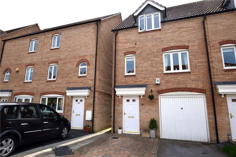3 Bedrooms Terraced House for sale in Dunlop Avenue, Leeds, West Yorkshire