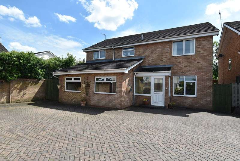 5 Bedrooms Detached House for sale in Arkle Road, Droitwich