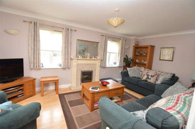 3 Bedrooms Detached House for sale in Bosnoweth, Helston, Cornwall
