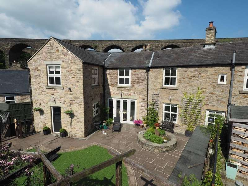 4 Bedrooms Detached House for sale in Chapel Milton, High Peak, Derbyshire, SK23 0QQ