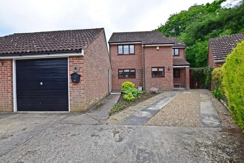 3 Bedrooms Detached House for sale in Prince Charles Close, Sudbury