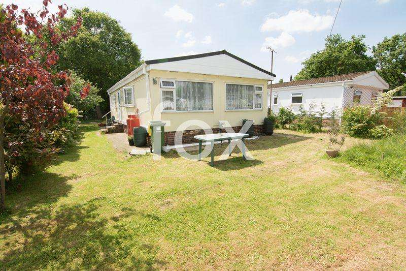 2 Bedrooms Park Home Mobile Home for sale in Dome Caravan Park, Hockley