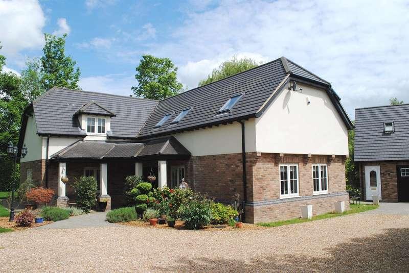 5 Bedrooms Detached House for sale in Bromham Road, Biddenham, Bedford, MK40