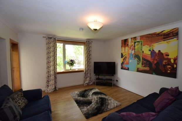 3 Bedrooms Flat for sale in Flat 2/1, 218 Cairnhill Circus, Cardonald, G52