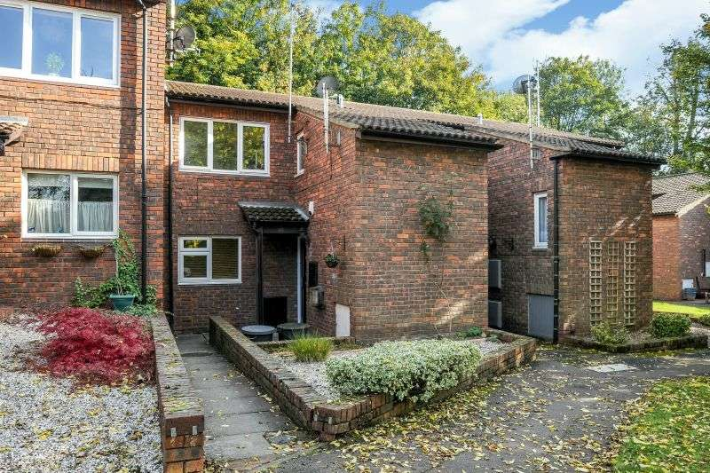 1 Bedroom Ground Flat for sale in Wilford Close, Northwood