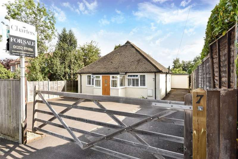 3 Bedrooms Detached House for sale in Farnham, Surrey