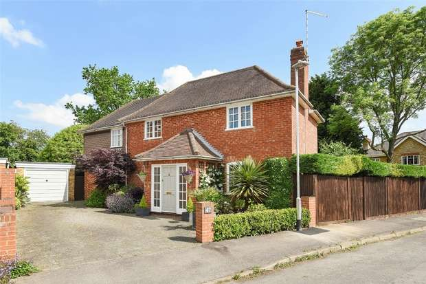 4 Bedrooms Detached House for sale in Manor Road, WOKINGHAM, Berkshire