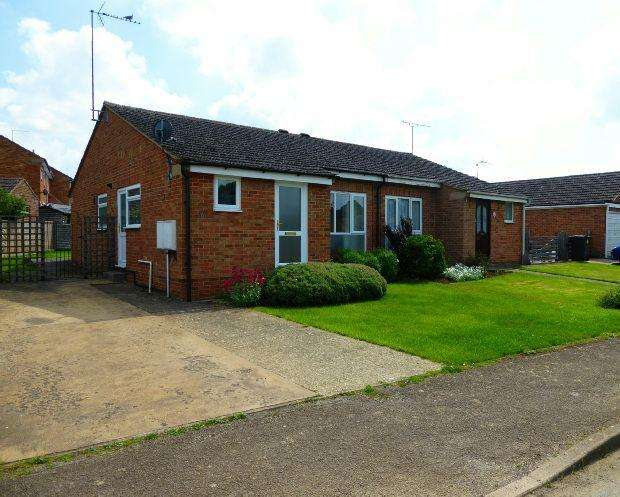 2 Bedrooms Semi Detached Bungalow for sale in Hampton Drive, Kings Sutton