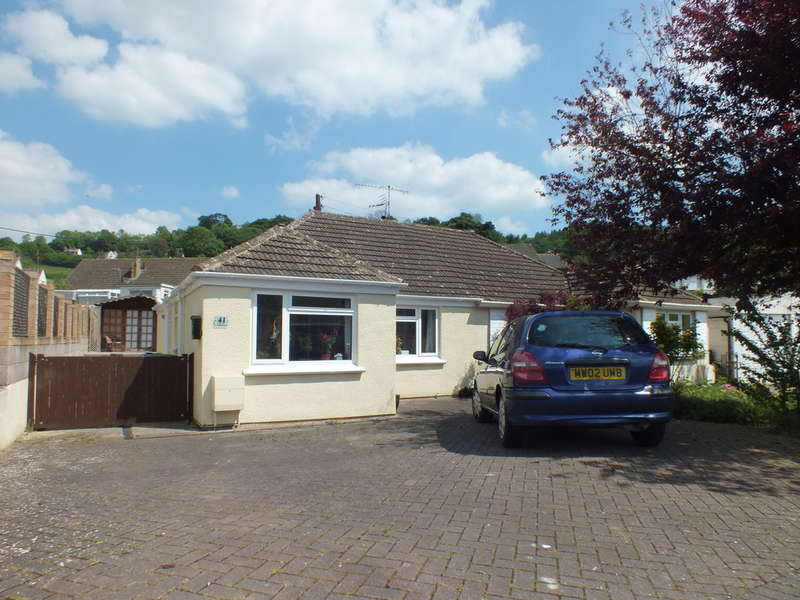 2 Bedrooms Semi Detached Bungalow for sale in Rodborough