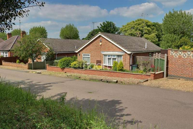 3 Bedrooms Bungalow for sale in Woodland Road