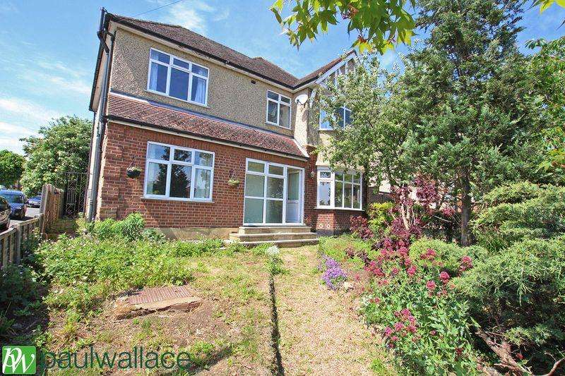 5 Bedrooms Detached House for sale in Ware Road, Hoddesdon