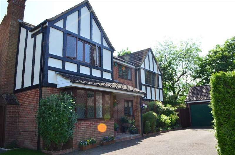 5 Bedrooms Detached House for sale in The Brambles, Royston, SG8