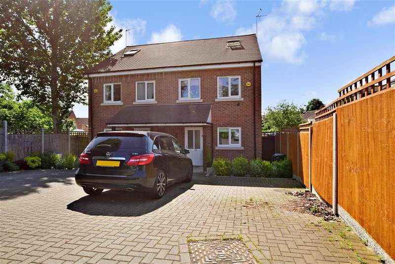 3 Bedrooms Semi Detached House for sale in North Hill Drive, Romford, Essex