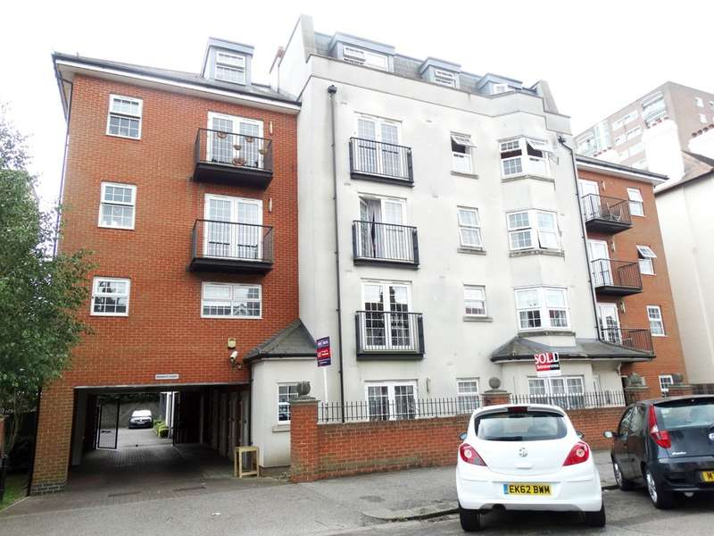 2 Bedrooms Ground Flat for sale in Regents Court, Alexandra Road, Southend on Sea