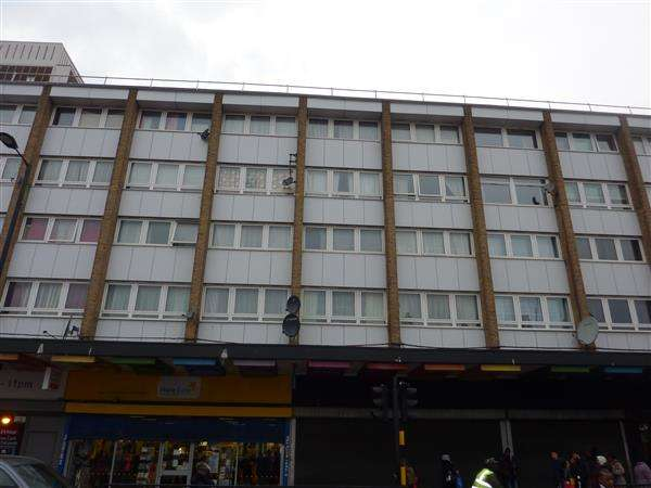 2 Bedrooms Flat for sale in College Gardens, London
