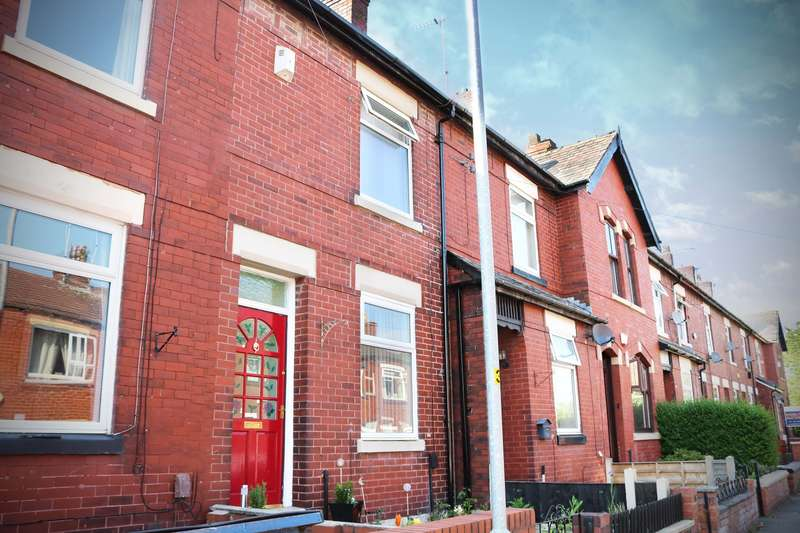 2 Bedrooms Terraced House for sale in North Street, Middleton, M24