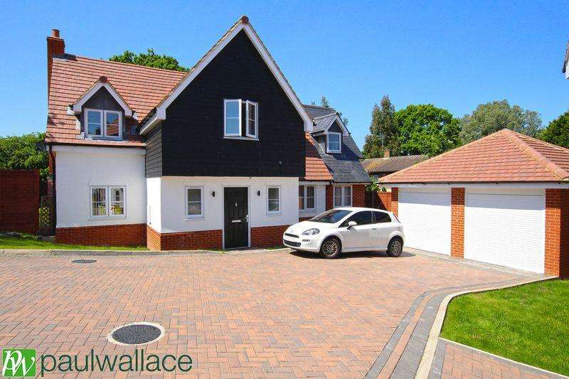 4 Bedrooms Detached House for sale in Latton Mews, Tye Green Village, Harlow