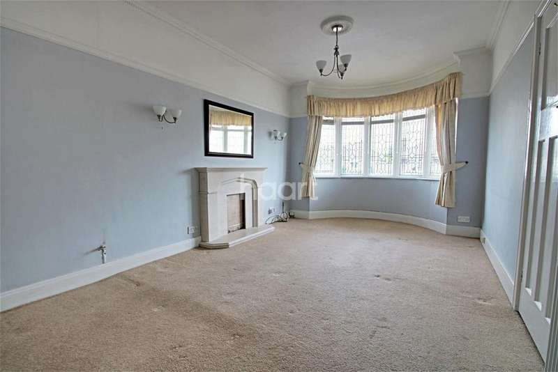 3 Bedrooms Bungalow for sale in Douglas Road, Clacton-on-Sea