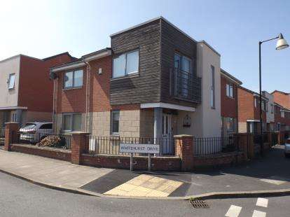 3 Bedrooms Detached House for sale in Kylemore Way, Manchester