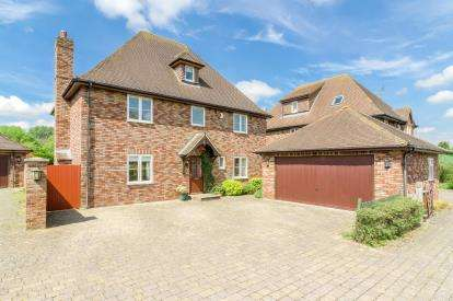 5 Bedrooms Detached House for sale in Apple Tree Close, Silsoe, Bedford