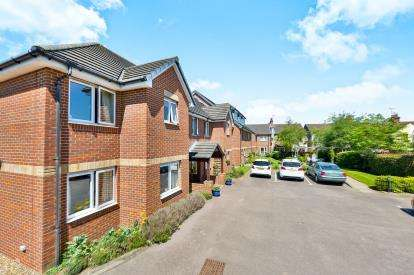 1 Bedroom Flat for sale in Bagshot Court, Clifford Avenue, Milton Keynes, Buckinghamshire