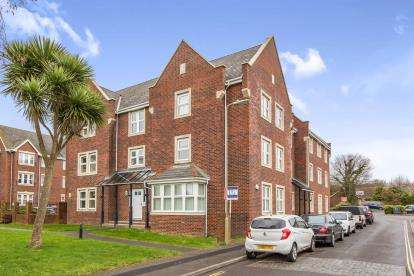2 Bedrooms Flat for sale in Oysell Gardens, Fareham, Hampshire